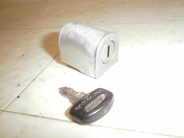郵政カブ90(6V) ハンドルロック MD90-1701