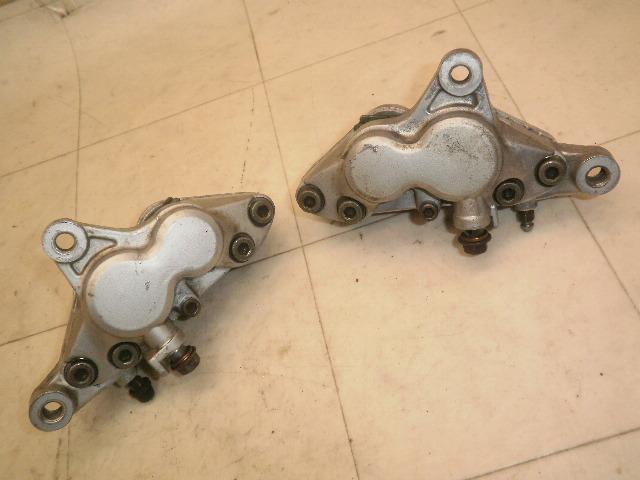 R1-Z フロントブレーキキャリパー 3XC-0032