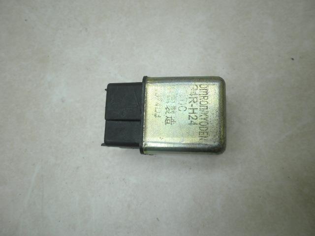 スペイシー100 コントロールリレー JF13-1016