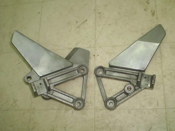 ブロス400/BROSS フロントステップステー左右 NC25-1100