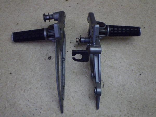 ZZR250   フロントステップ左右/メインステップ左右 EX250H-0359