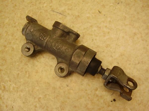 ホーネット250   リアマスターシリンダー/リアブレーキマスター MC31-1005