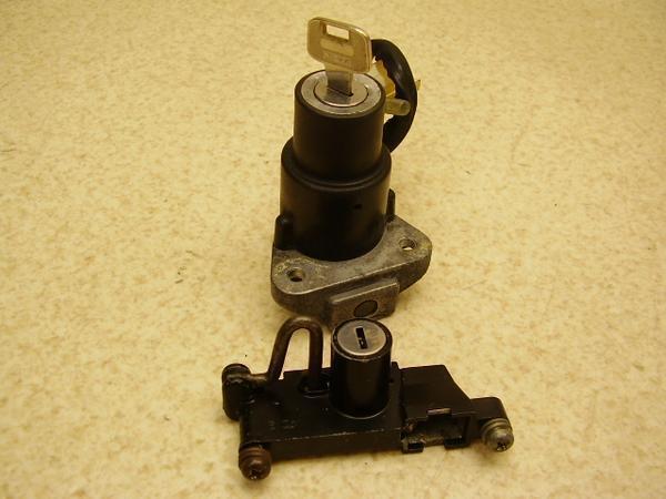ポップギャル50(6V)   キーセット/メインキーボックス/メットホルダー 17J-1701