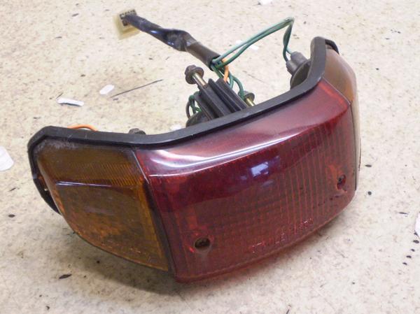 スーパーカブ100EX   テールランプ/リアウインカー左右 HA06-0005