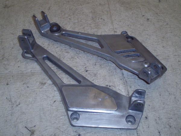 ゼルビス250   フロントステップステー左右 MC25-1001