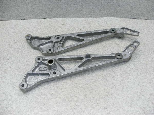 MVX250F   フロントステップステー左右/メインステップステー左右 MC09-1009