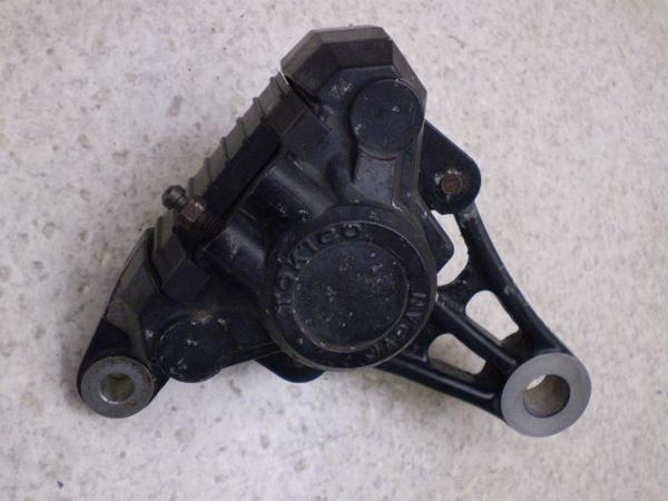 GSX250刃   リアブレーキキャリパー GJ76A-1049