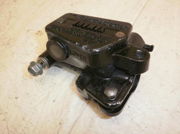 XJ750   クラッチマスターシリンダー 5G8-0134