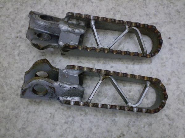 KDX125   フロントステップ左右/メインステップ左右 DX125A-0225