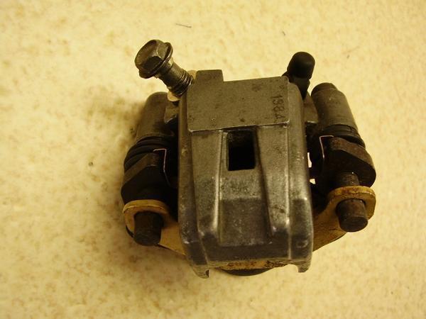 バリオス250   リアブレーキキャリパー ZR250A-0568