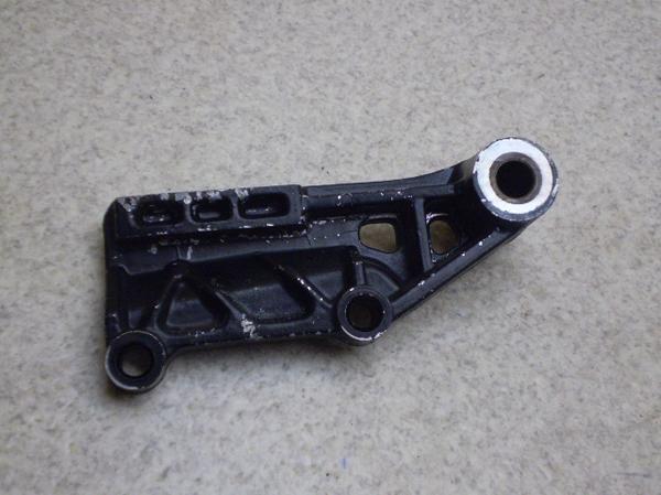 RZ250R   リアキャリパーステー/ブレーキステーサポート 29L-1152