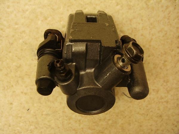 バリオス250   リアブレーキキャリパー ZR250A-0562