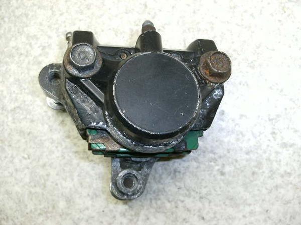 FZR250   リアブレーキキャリパー 3LN-2848