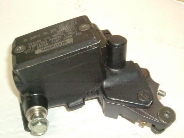 ZZR1100   フロントマスターシリンダー/フロントブレーキマスター ZXT10C