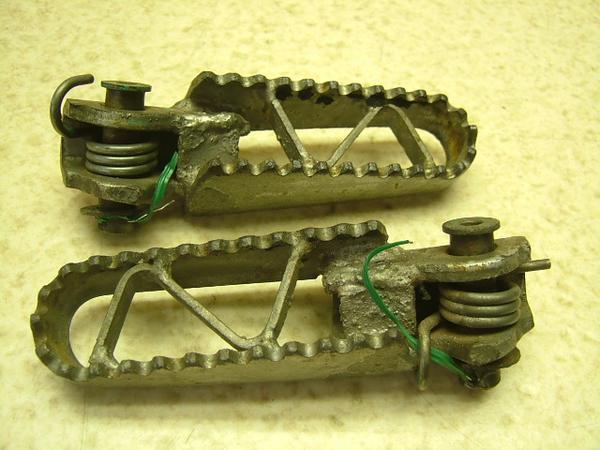 KDX125   フロントステップ左右/メインステップ左右 DX125A-0071
